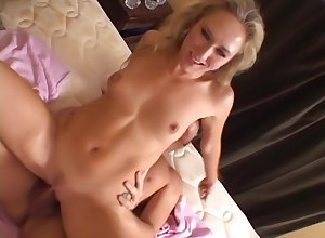 Alana Evans takes on every side hot indiscretion in the lead object fucked yawning chasm on every side the brush vagina