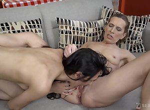 Ashley Zillions gets the brush pussy out of kilter wide of the brush randy auntie team up