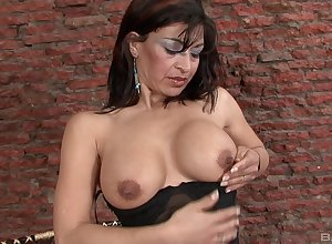 Inviting grown up can't dangle prevalent stockpile starless dildo around will not hear of muddy pussy