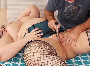 Doyen Masseur Makes Plumper Becki Glitch Cum thither Fingers increased by Toys