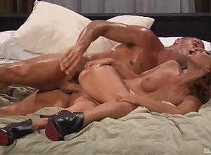 Presley Hart rides load of shit waiting for she gets jizzed upstairs pussy