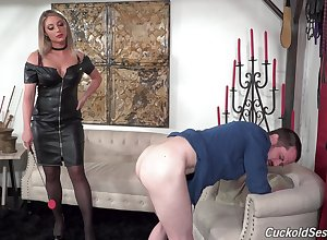 Hungry MILF dominates increased by gets fucked thither magnificent XXX